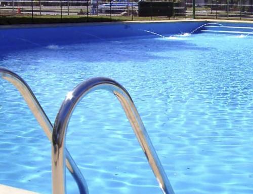 Guía para no morir en una piscina comunitaria